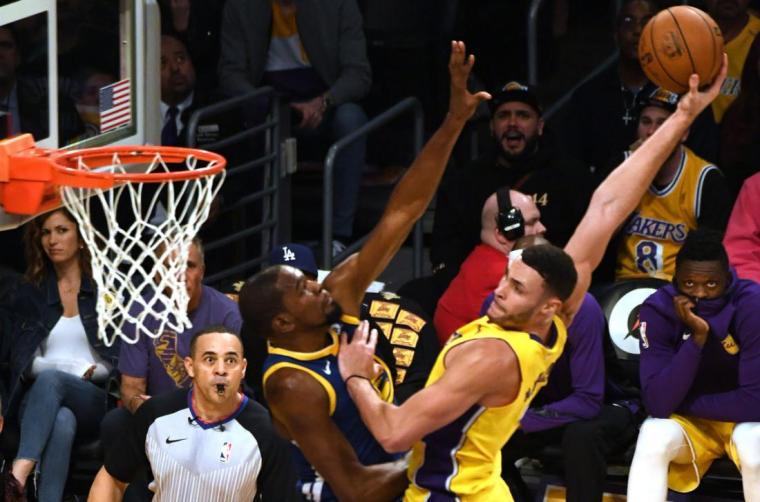 Lakers-Larry-Nance-Jr-dunks-all-over-Warriors-Kevin-Durant.jpg